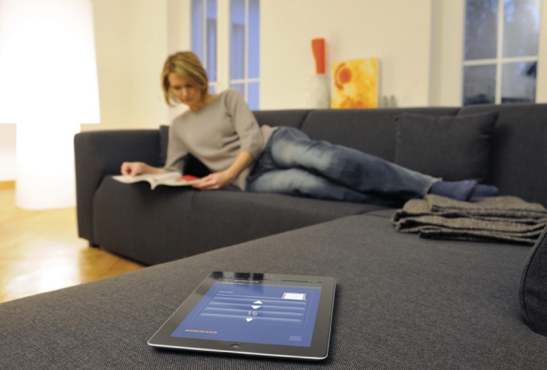 garagentor mit smartphone ffnen. Black Bedroom Furniture Sets. Home Design Ideas